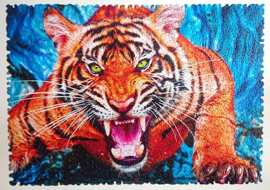 Trefl Puzzle - Crazy Shapes - Facing a Tiger - 600 pieces