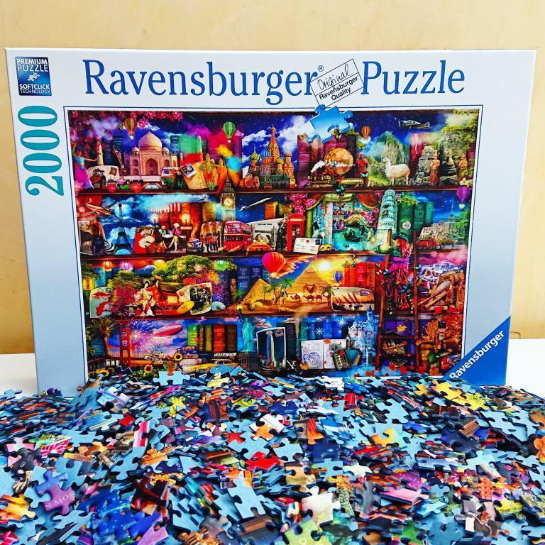 Ravensburger Puzzle - World of Books - 2000 pieces