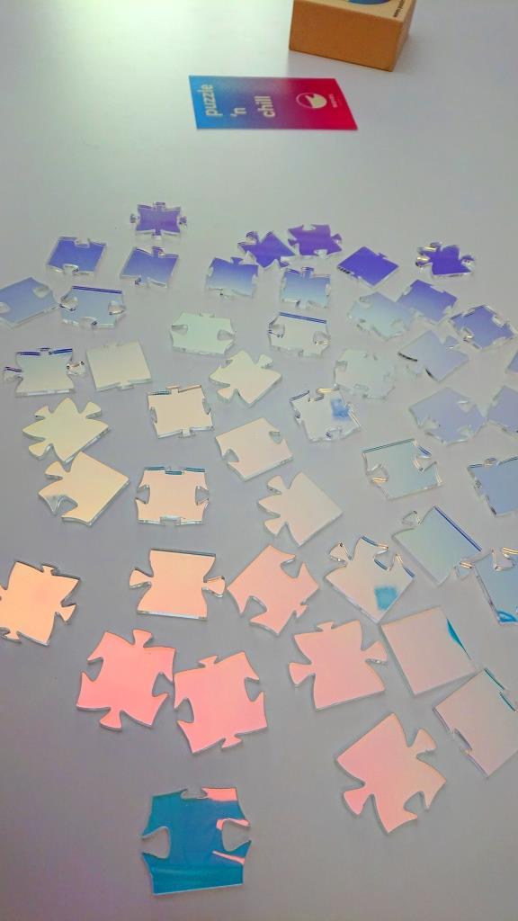Waves Iridiscent Puzzle - 49 pieces